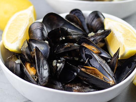 Stew Leonard's Easy & Buttery Garlic Mussels