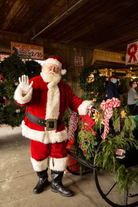 T.J. Leonard_s Christmas Shop 2020 #1
